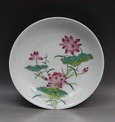 A Chinese Antique Famille Rose Porcelain Plate signed with 'YONGZHENG' on the base; Size: Diameter 8"