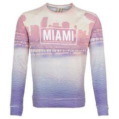 Schöner Pullover in Rosa von Tom Tailor Denim. Auf nach Miami! Das Sweatshirt mit dem stylishen All-over-Print lockt mit Lässigkeit und einem sportiven Fit.  ab 49,90 €