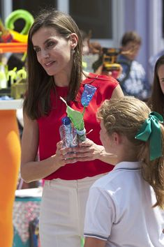 Queen Letizia of Spain Photos Photos - Queen Letizia of Spain (R) attends 'Toma la Palabra' cultural program for schools at the 'Jeronimo Gonzalez' school on June 20, 2017 in Sama de Langreo, Spain. - Queen Letizia of Spain Attends 'Toma La Palabra' in Aviles