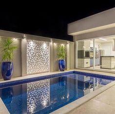 La imagen puede contener: 1 persona, piscina e interior Backyard Pool Designs, Small Backyard Pools, Small Pools, Swimming Pools Backyard, Swimming Pool Designs, Small Pool Design, Luxury Pools, Pool Houses, Design Case
