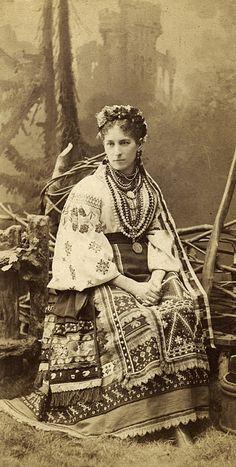 Some folk fashion in Ukraine existed more than 100 years ago Ukrainian Dress, Ukrainian Art, Ukraine, Photo Vintage, Vintage Photos, Historical Costume, Historical Clothing, Mode Russe, Costumes Around The World