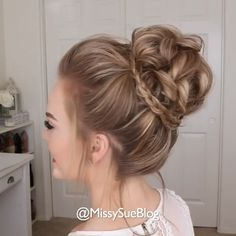 Messy buns make the perfect hairstyles for every occasion! Credits: # messy Hairstyles videos The Perfect Messy Bun Bun Hairstyles For Long Hair, Girl Hairstyles, Buns Hairstyles Tutorials, Lilith Moon Hairstyles, Hairstyles For Girls Easy, Hairstyle Ideas, Curly Updos For Medium Hair, Messy Bun For Short Hair, Messy Bun Wedding