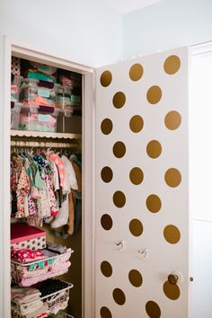 We are seeing gold dots everywhere! These gold polka dots peeking out from the closet door are a delightful surprise! #nurserytrend #golddots