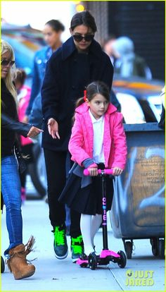 Katie Holmes takes her daughter Suri to school on October 8, 2013