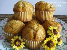 Magdalenas de manzana y canela (Apple and cinnamon muffins) Sweet Desserts, Healthy Desserts, Sweet Recipes, Cupcake Recipes, Cupcake Cakes, Sweet Cooking, Pan Dulce, Breakfast Snacks, Small Cake