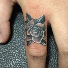 Rose finger tattoo – Tattoo ideen – #Finger #Ideen #Rose #Tattoo Rose finger tattoo – Tattoo ideen – #Finger #Ideen #Rose #Tattoo