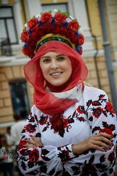 Україна Ethnic Fashion, Womens Fashion, Beauty Around The World, Just Smile, Traditional Dresses, Winter Hats, Costumes, People, How To Wear