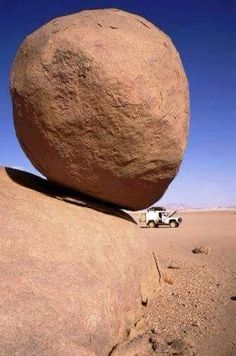 Looks like a risky place to park that van or jeep. Granted the rock has no doubt been there for eons, but it only takes one tremor. (In my calculating mind). Cool Rocks, Beautiful Rocks, Beautiful Places, Nature Pictures, Cool Pictures, Cool Photos, Formations Rocheuses, Scary Places, Foto Art