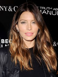 Jessica Biel's wavy ombre brown hair with pale pink lipstick