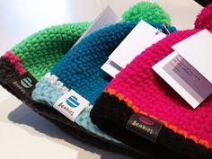 Handgehäklete Herrenmützen in bunte Farben. Merino Wool Blanket, Beanie, Gallery, Roof Rack, Beanies, Beret