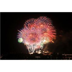 Hawaii Waikiki to light up July 4 with huge fireworks display ❤ liked on Polyvore featuring backgrounds