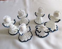 Crochet Keychain, Crochet Earrings, Christmas Decorations, Christmas Ornaments, Holiday Decor, Pinterest Crochet, Amigurumi Doll, Crochet Patterns, Xmas