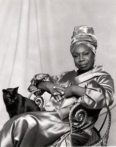 """cartermagazine: """" Today In History We Honor Nina Simone 'Nina Simone was one of the most extraordinary artists of the twentieth century, an icon of American music. She was the consummate musical. Nina Simone, Patricia Highsmith, Carolina Do Norte, Celebrities With Cats, Celebs, Son Chat, Today In History, Photo Chat, Jazz Blues"""