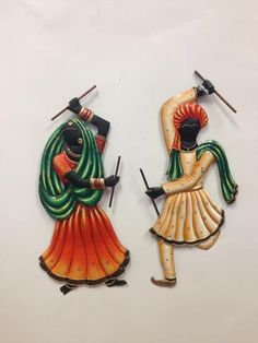 This wall hanging having dandiya playing couple.It is made from wrought Iron which reflects the artistic brilliance and it adds elegance to your decor. Mural Painting, Mural Art, Fabric Painting, Murals, Paint Fabric, Paintings, Rajasthani Art, Dancing Drawings, Clay Wall Art