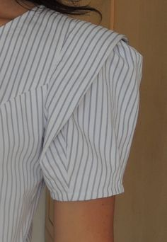 Sleeve Drama   Sew 2 Pro Stylish Blouse Design, Stylish Dress Designs, Sleeves Designs For Dresses, Sleeve Designs, Clothing Patterns, Dress Patterns, Clothing Store Displays, Kleidung Design, Pattern Draping