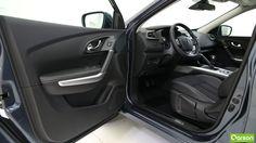 À l'avant, les passagers bénéficient d'un grand espace. À l'aide du capteur de pluie, les essuie-glaces se déclenchent automatiquement une fois les premières gouttes de pluie tombées. Toujours pour faciliter votre conduite, Renault a ajouté une caméra fixée sur le pare-brise qui reconnaît les panneaux de signalisation.