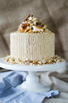 Sweet Potato Cake with Brown Sugar Whipped Cream Cheese Frosting and Toasted Marshmallows Filling l Louise´s Spis