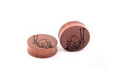 engraved gauges - ear plugs - custom plugs - snail - free customization - wood gauges -  organic ear plugs -  - personalized plugs - gift
