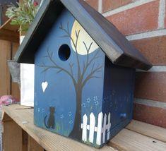 Wooden Bird Houses, Bird Houses Painted, Decorative Bird Houses, Bird Houses Diy, Birdhouse Craft, Birdhouse Designs, Homemade Bird Feeders, Bird House Plans, Painted Clay Pots