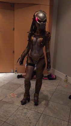 """westleyjackson: """" tristan-thorn-is-my-hero: """" demonsee: """" Female Predator """" RAD! """" It is rad, but it is also a picture that Felicia Day ( thisfeliciaday ) took and posted from DragonCon this weekend..."""