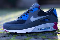 537384 009 4 Nike Air Max 90 | Blue & Magenta