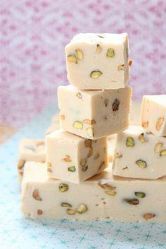 nougat tendre, un dessert parfait aux pistaches et aux blancs
