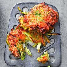 Try this equally crisp and gooey recipe for Golden zucchini-feta cakes. Find more exciting side-dish recipes at… Vegetable Sides, Vegetable Recipes, Vegetarian Recipes, Cooking Recipes, Healthy Recipes, Vegetarian Cooking, Food Dishes, Side Dishes, Main Dishes
