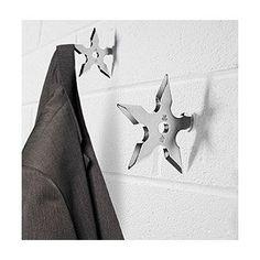 These creative Ninja Star Coat Hooks will have everybody hanging their personal coat up. Designed like the fatal ninja throwing stars they look cool Shuriken, Coat Hanger, Coat Hooks, Jacket Hanger, Modern Clothes Hangers, Clothes Hooks, Ninja Star, Deco Originale, Decoration Originale