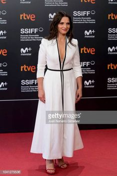 Juliette Binoche attends the 'Vision' premiere during the San. Juliette Binoche, San Sebastian Film Festival, French Actress, Aging Gracefully, Celeb Style, Ageing, Girl Crushes, Foxes, Cannes