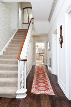 15 Victorian Hallway Interior Designs You'd Love To Have In Your Home – carpet stairs Victorian Hallway, Victorian Terrace, Victorian Homes, Balustrades, Banisters, Style At Home, Edwardian Haus, Hallway Inspiration, Hall Design