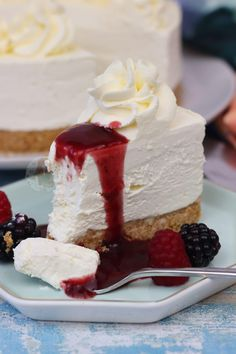 No-Bake Vanilla Cheesecake - Back to Basics! No Bake Vanilla Cheesecake, Sour Cream Cheesecake, Easy Cheesecake Recipes, Cheesecake Desserts, No Bake Desserts, Just Desserts, Dessert Recipes, Strawberry Cheesecake, Dessert Ideas