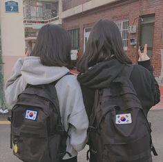 Bff Pictures, Best Friend Pictures, Friend Photos, Foto Best Friend, Best Friend Goals, Ulzzang Korean Girl, Cute Korean Girl, Ulzzang Short Hair, Best Friends Aesthetic