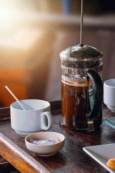 Best Coffee Grinder for French Press - Coffee Bean Menu Coffee Maker With Grinder, French Press Coffee Maker, Coffee Tasting, Coffee Drinkers, Lavazza Espresso, Cold Brew Kaffee, Coffee Brewing Methods, How To Make Coffee, Making Coffee