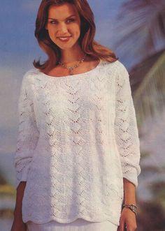 Белый пуловер с узором из волн