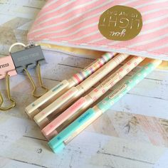 4 pens with delicately pastel barrels that look almost to pretty to write with! Black gel ink makes them great for writing letters, journalling or adding detail in a scrapbook.
