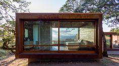 Dezeen | Prefabricated weathering-steel boxes form California retreat by Alchemy Architects
