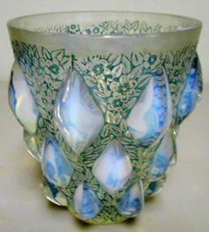 Rene Lalique Rampillon vase c.1927. 12.7 cm tall