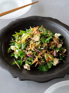Recipe:ごぼうと豆腐のチョップド・サラダ/水切り豆腐としゃきしゃき野菜のサラダに、素揚げごぼうのパリパリ感がアクセント#レシピ