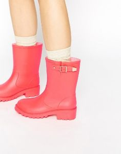 Coral rainboots | theglitterguide.com