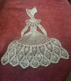 VINTAGE HANDMADE CROCHET FIGURAL CRINOLINE LADY SOUTHERN BELLE DOILY