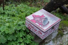 Wooden box, Christmas box, keepsake box, vintage red, bel, stencil Christmas Bells, Christmas Themes, Christmas Decorations, Wooden Keepsake Box, Keepsake Boxes, Small Wooden House, Cotton Decor, Cotton Lace, Xmas Tree