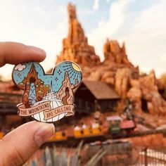 All the mountains at Magic Kingdom in one pin! Walt Disney, Disney Day, Disney Magic, Disney Jasmine, Disney Pins Sets, Disney Trading Pins, Rare Disney Pins, Magic Kingdom, Disney Style