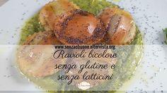 Una pasta vegetariana ripiena con un cuore di carciofi e un condimento insolito: ravioli senza glutine bicolore con crema di piselli e semi di papavero.