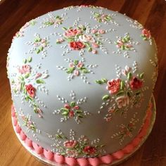 A Cath Kidston cake from the UK Gorgeous Cakes, Pretty Cakes, Cute Cakes, Amazing Cakes, Cath Kidston Cake, Decoration Patisserie, Cake Decorating Techniques, Decorating Tips, Floral Cake