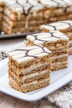 arata f bine Baking Recipes, Cake Recipes, Romanian Desserts, Sweet Pastries, Sweet Cakes, Homemade Cakes, Desert Recipes, Christmas Desserts, Chocolate Recipes
