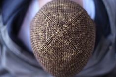 nice and knit free hat pattern - worsted weight beanie. Love these decreases on the top!