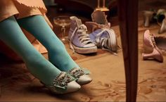 occhiodelsogno:  Do my eyes deceive me? Have you noticed the blue Converse shoes on the side?