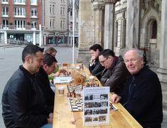 À @a_saint_quentin, le club d'#échecs Les Tours des Hauts de France tient son stand échecs du 1er mai !  #StQuentin  Photo : Frédéric Waquet