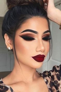 Burgundy Makeup Look, Glam Makeup Look, Dark Makeup, Gorgeous Makeup, Burgundy Lips, Smokey Eye Makeup Look, Fall Smokey Eye, Black Dress Makeup, Burgundy Outfit