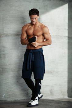 Mode Masculine, Human Poses Reference, Mein Style, Hommes Sexy, Male Poses, Mens Activewear, Fitness Photography, Athletic Men, Shirtless Men